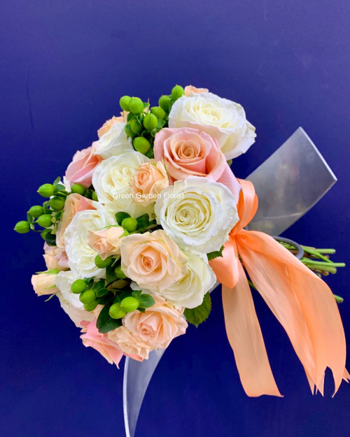 White and peach Bride Bouquet (1980)