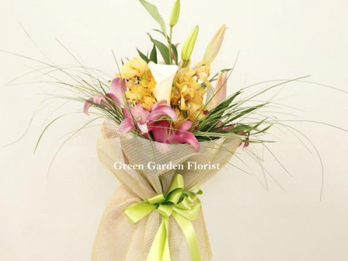 Soft Breeze Bouquet (17-22)